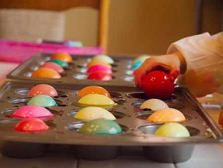 Muffin tin as Easter egg dye container