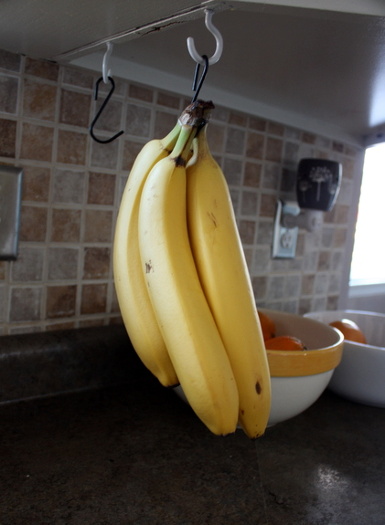 Petit Elefant: Banana hanger for the kitchen